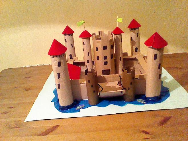 Castillo con materiales reciclados