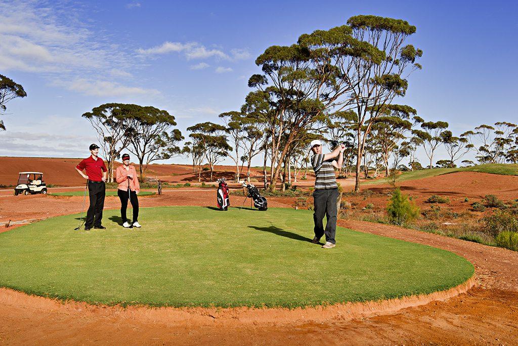 Sân gôn dài nhất thế giới là Sân Nullarbor links của Úc.