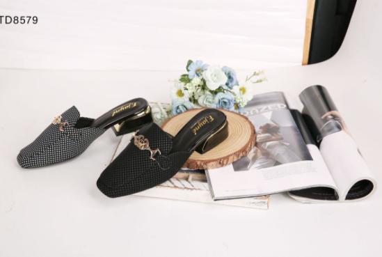 Nhập sỉ giày dép tại Thiên Hương shoes