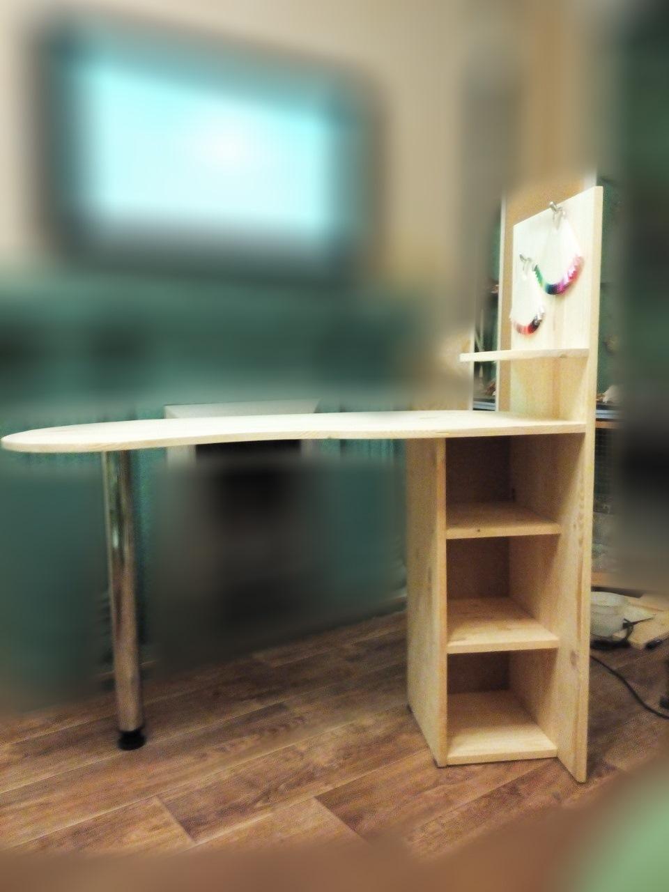 Стандартный маникюрный стол