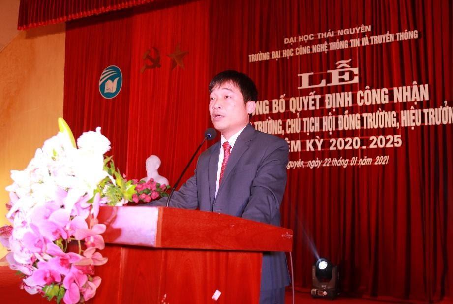 Tân Hiệu trưởng Phùng Trung Nghĩa phát biểu tại buổi lễ.