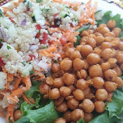 Feliz día! Hoy les ofrecemos nutritiva y refrescante Ensalada de Quinoa con Garbanzos tostados al ajillo👍🏼👍🏼👍🏼 Pedidos x WhatsApp 6266-8724 Express Delivery 📍Tamarindo y Langosta✨ . #Almuerzosvegetarianos #veganfoodlunchbox . #Quinoa #QuinoaSalad #Garbanzos #chickpeas #plantbased #plantbaseddiet #plantbasedlife #poweredbyplants #plantpower #vegan #veganism #vegano #govegan #veganlifestyle #veganlife #whatveganseat #veganeats #veganfood #veganfoodshare #veganfoodporn #vegansofig #vegetarian #vegetariano #crueltyfree #foodblogger #PlayaTamarindo #TamarindoBeach #alimentaciónEnergética