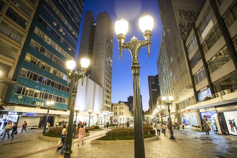A Rua das Flores, no centro da capital paranaense, foi a primeira via exclusiva para pedestres no Brasil. (Fonte: Prefeitura de Curitiba)