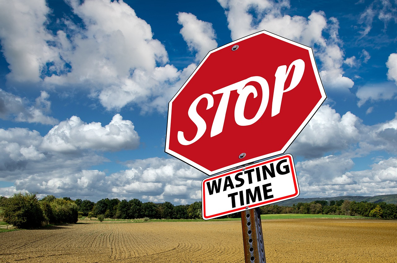 "A stop sign that says ""Stop waisting time"""
