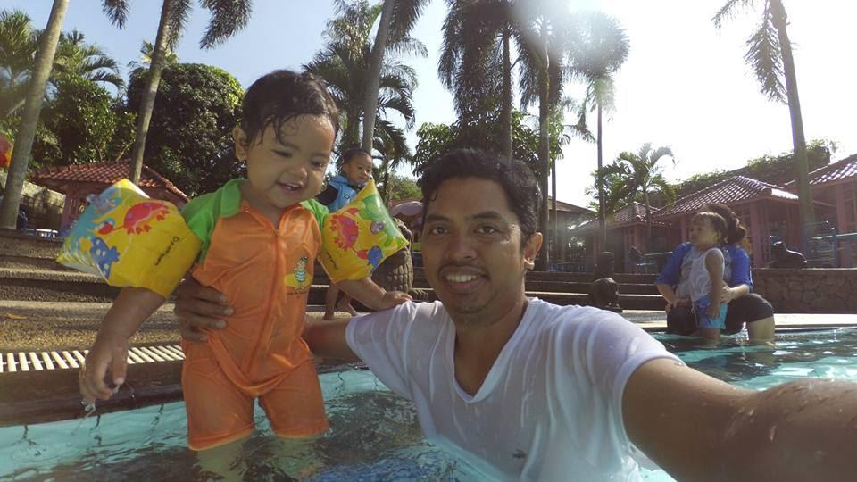 Berenang bersama si kecil di Kolam Renang Tasa Tangerang Selatan (dokpri)