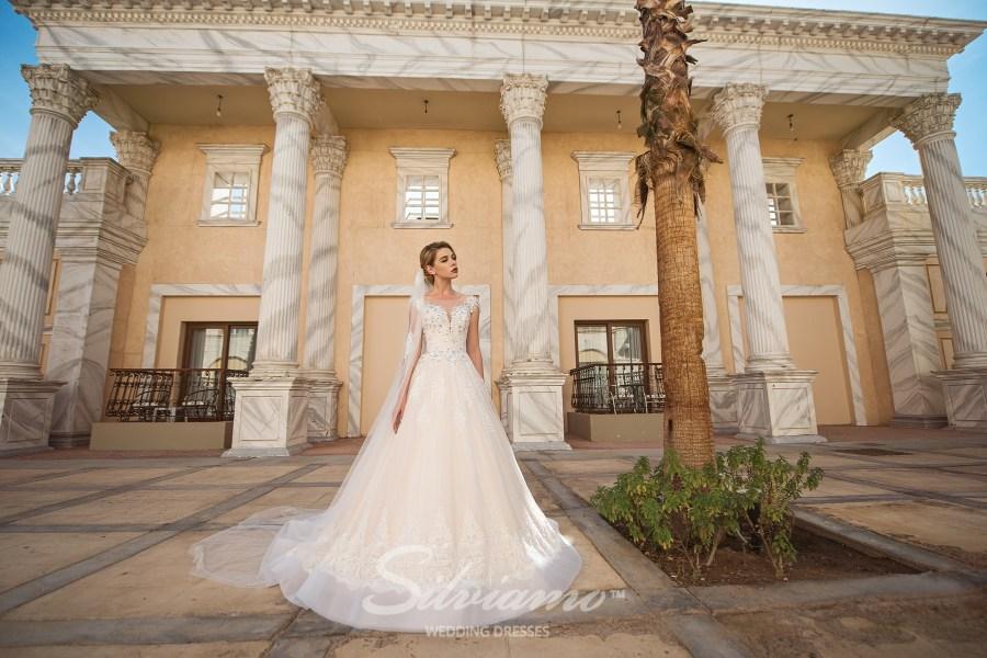 Мереживне весільна сукня  айворі зі шлейфом оптом від Silviamo