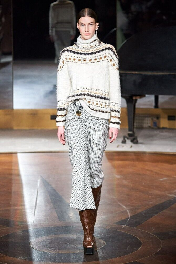 Sweater and a skirt: the most fashionable winter combinations 14