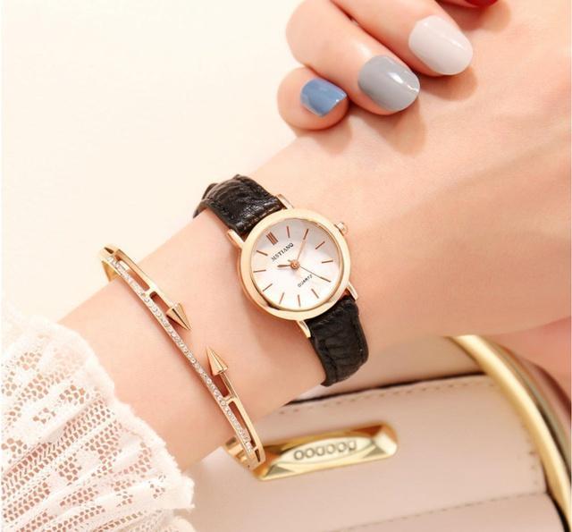 Đồng hồ da có thể dễ bị mùi hôi