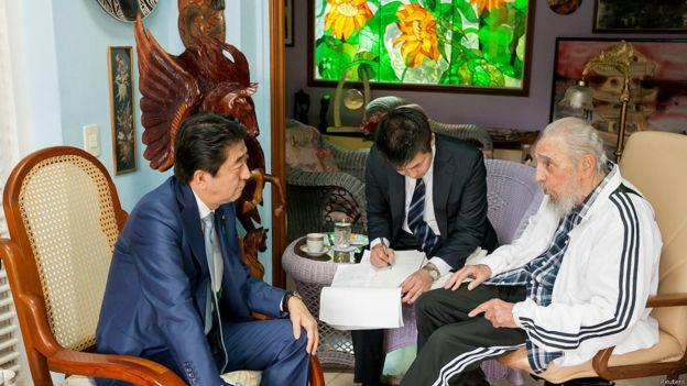 古巴前領導人費德爾‧卡斯特羅於22日晚間接見安倍