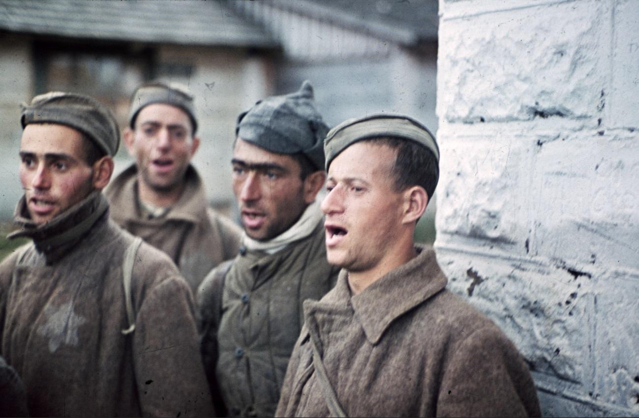 Евреи-красноармейцы в немецком плену, 1942 год/© PIXPAST.com