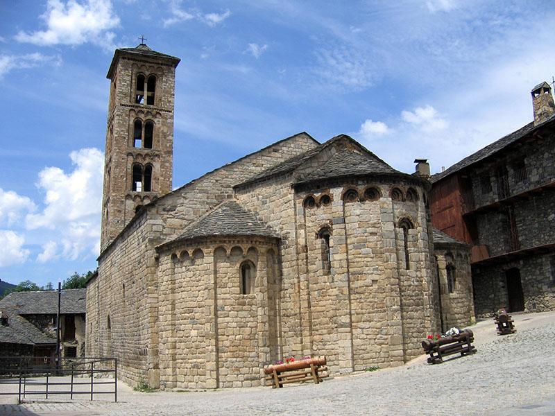 Iglesia de Santa María en el centro del pueblo de Taüll