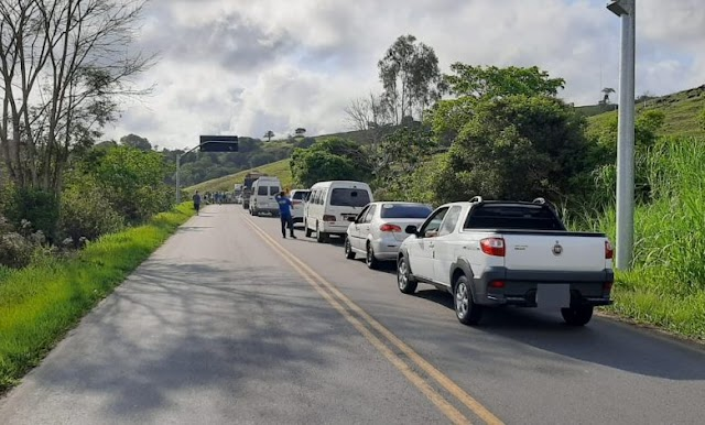 Manifestantes fecham BR-420, em Laje, por vaga em UTI para familiar