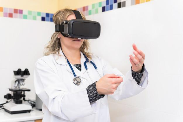 Woman scientist in laboratory with virtual reality glasses Premium Photo