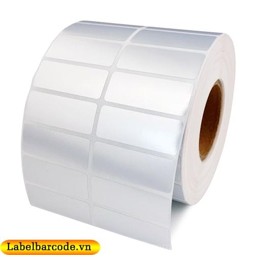 Giấy in mã vạch 2 tem 1 hàng kích thước 50mmx30mm chất liệu decal xi bạc