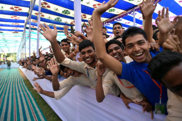 Đức Thánh Cha nói với giới trẻ Bangladesh hãy chọn đúng con đường