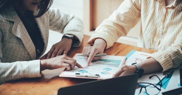 Asian business adviser meeting to analyze and discuss the situation on the financial report in the meeting room.investment consultant,financial consultant,financial advisor and accounting concept. Premium Photo