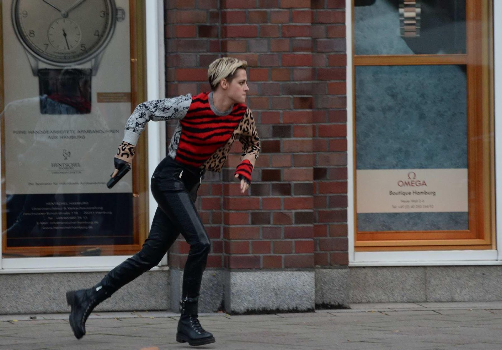https://www.celebsfirst.com/wp-content/uploads/2018/10/kristen-stewart-spotted-while-filming-an-action-scene-on-the-set-of-charlies-angels-in-hamburg-germany-111018_3.jpg
