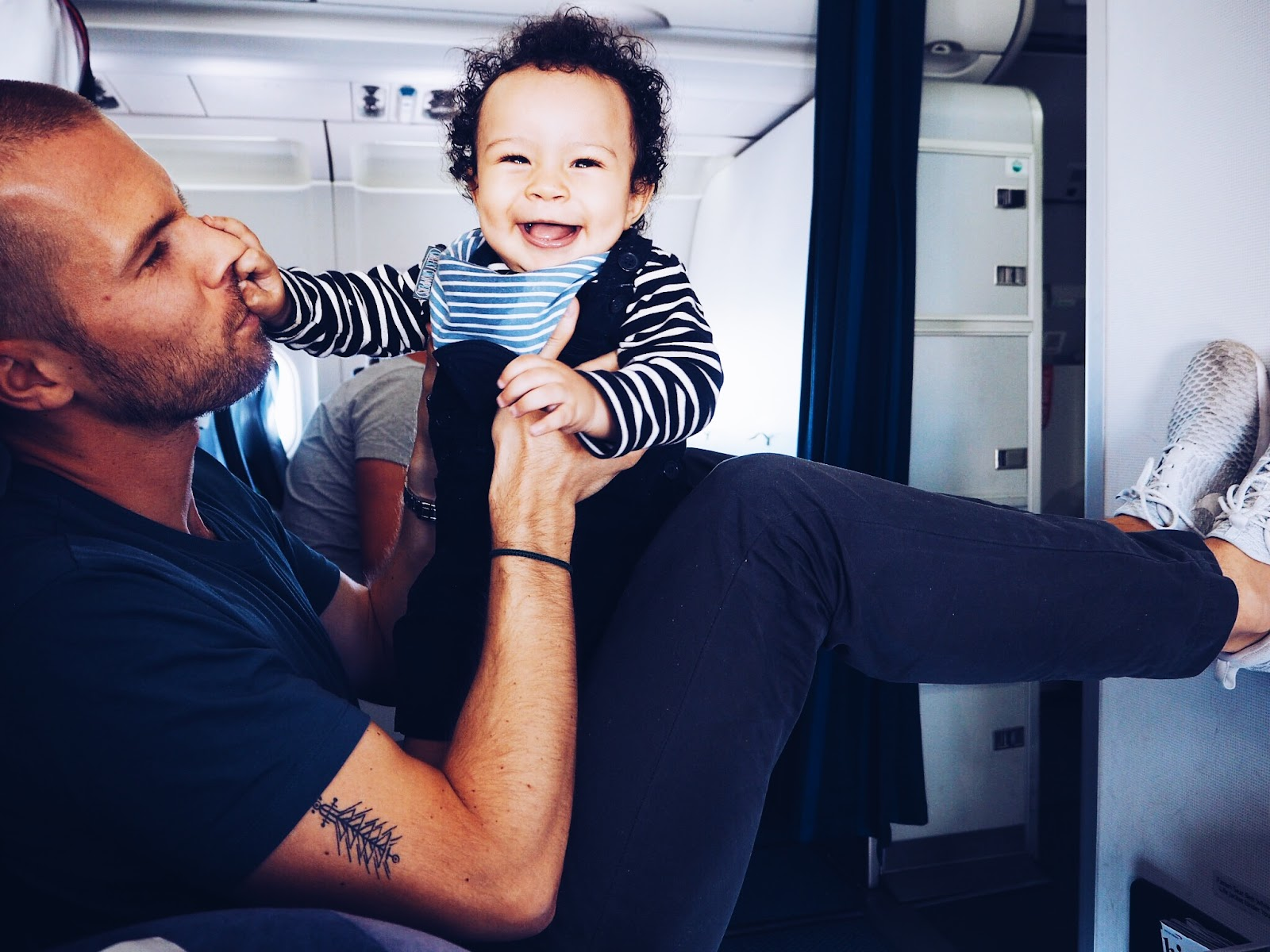 21 Great Tips for flying with babies.JPG