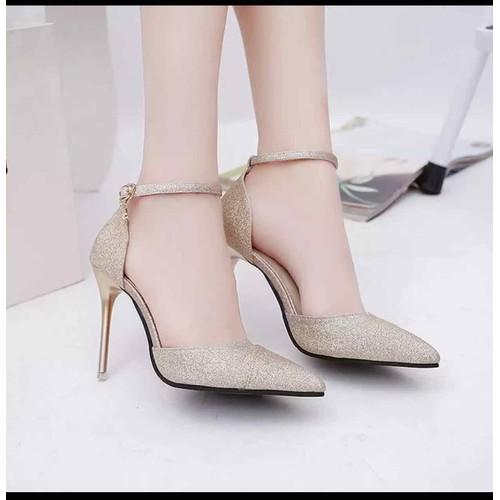 Một đôi giày đẹp thiết kế sang trọng xu hướng tìm kiếm của nhiều chị em