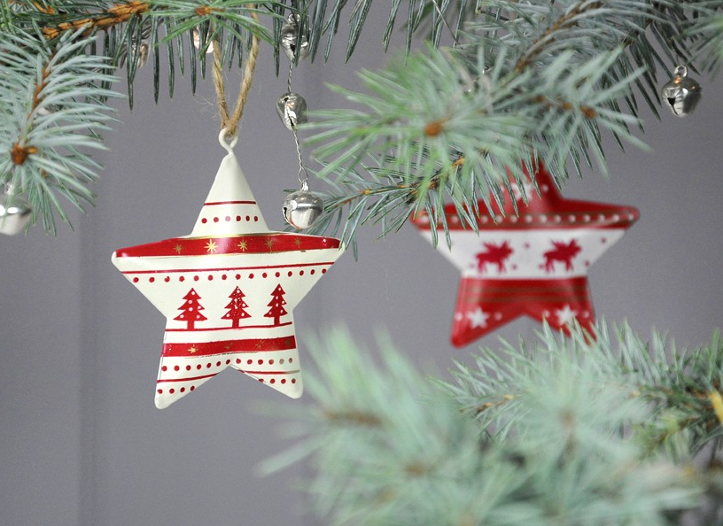 5 essential christmas decorations she flies with her own wings