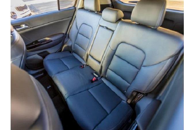 Ghế sau được thiết kế rộng rãi, tiện lợi