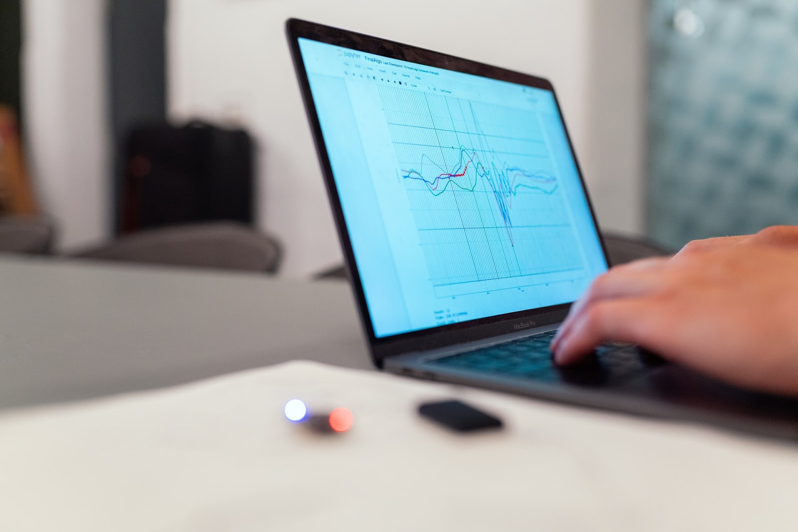 graph-on-laptop-screen-how to use technology for your business