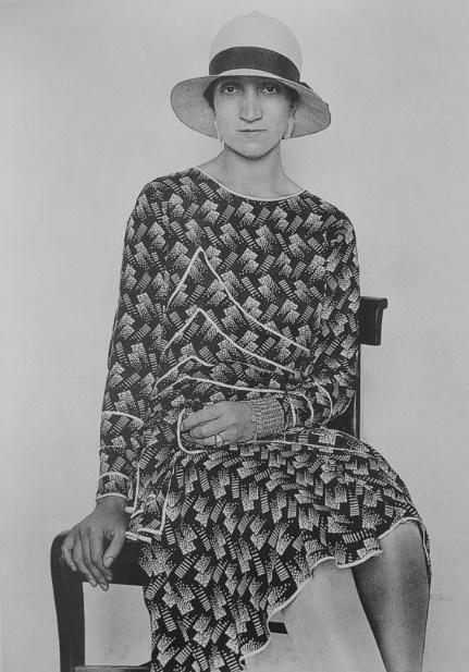 Imagen que contiene persona, ropa, pastel, mujer  Descripción generada automáticamente
