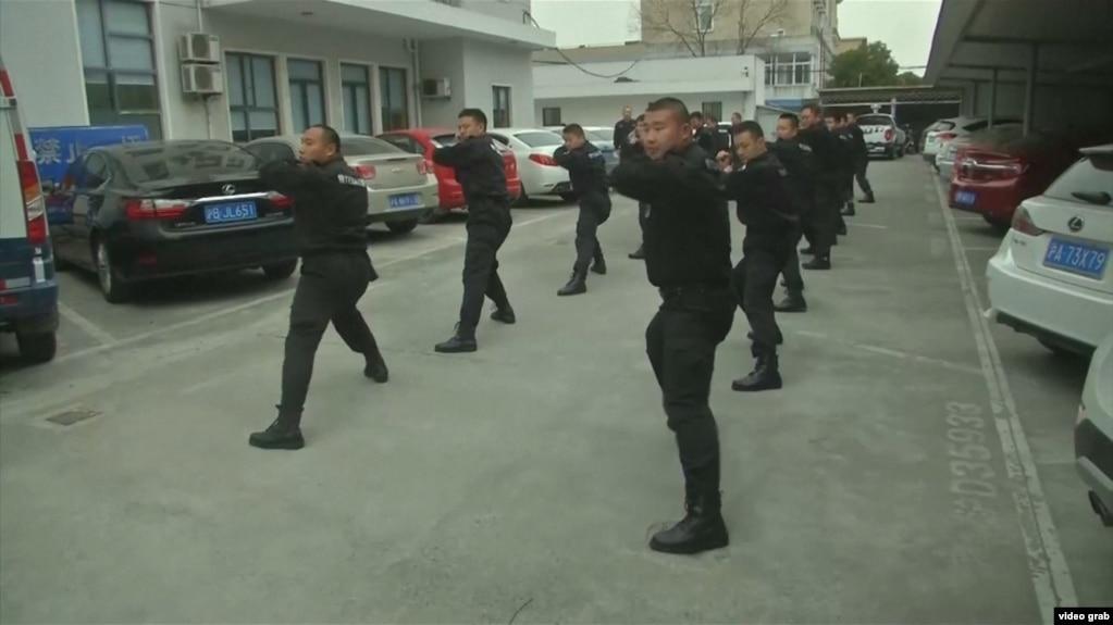 Сотрудники китайской частной военной компании во время тренировки.