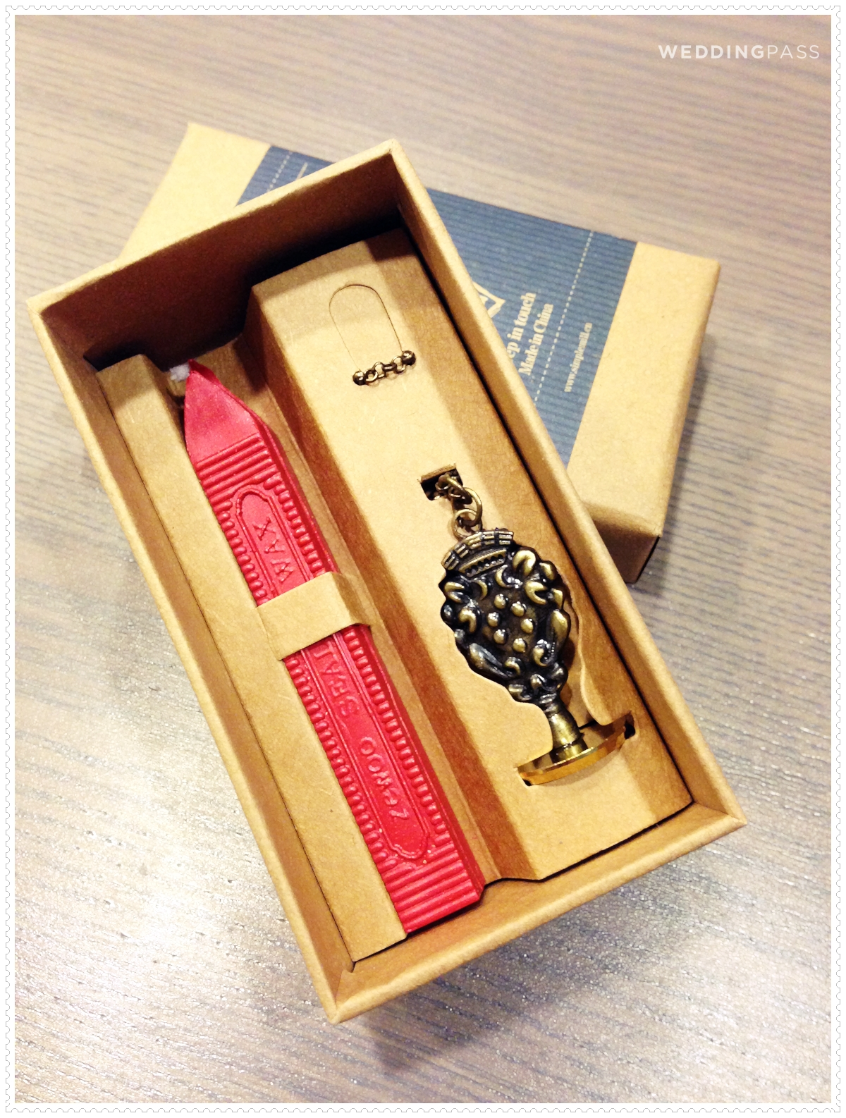 ( 項鍊印章x1 + 紅色封蠟條(帶蕊) + 紙盒) $ 380, 7折價只要266元
