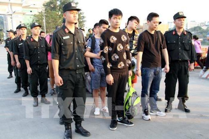 Phòng cảnh sát hình sự Công an tỉnh Lào Cai đã tiến hành kiểm tra và bắt giữ được nhóm đối tượng gồm 10 người Trung Quốc (2 nữ, 8 nam ) đang có dấu hiệu lừa đảo, chiếm đoạt tài sản trên địa bàn phường Bắc Cường, thành phố Lào Cai.