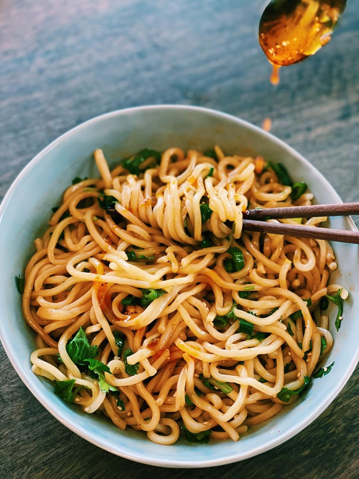 Taiwanese Soy Sauce Noodles (FIVE MINUTES NOODLES!)