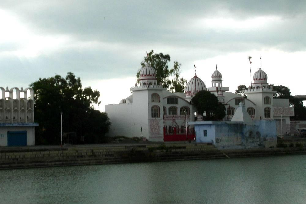 http://www.happytrips.com/photo/50999285/Ram-Tirath.jpg