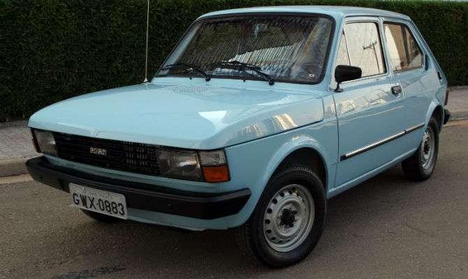 Carros antigos, como o Fiat 147, podem ser encontrados por até R$ 2 mil (Imagem: Estadão/Reprodução)