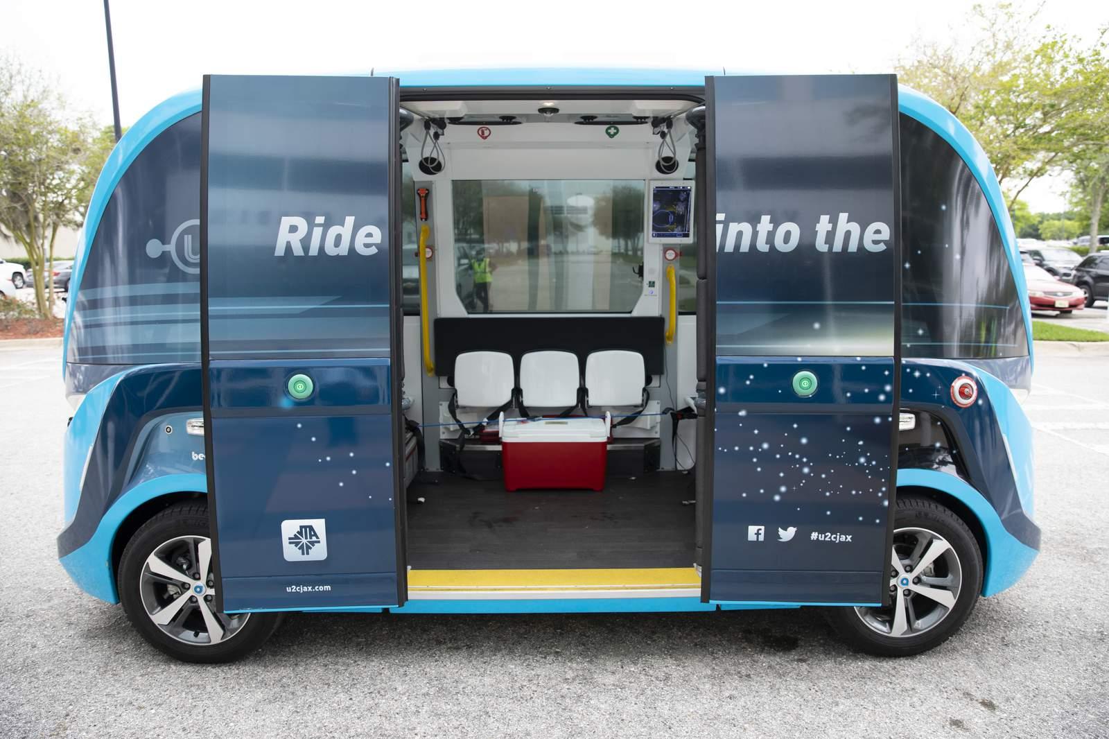 Veículos autônomos estão sendo utilizados para transportar testes de covid-19 na Flórida. (Fonte: Mayo Clinic/Reprodução)