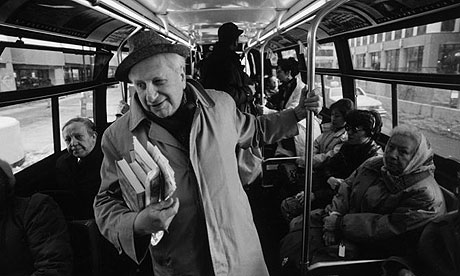 Studs_Terkel_on_bus_small.jpg