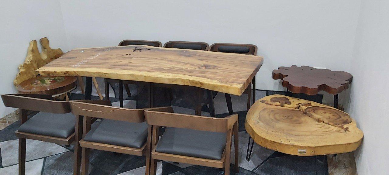 Nhiều quán cafe lựa chọn nội thất bàn gỗ me tây