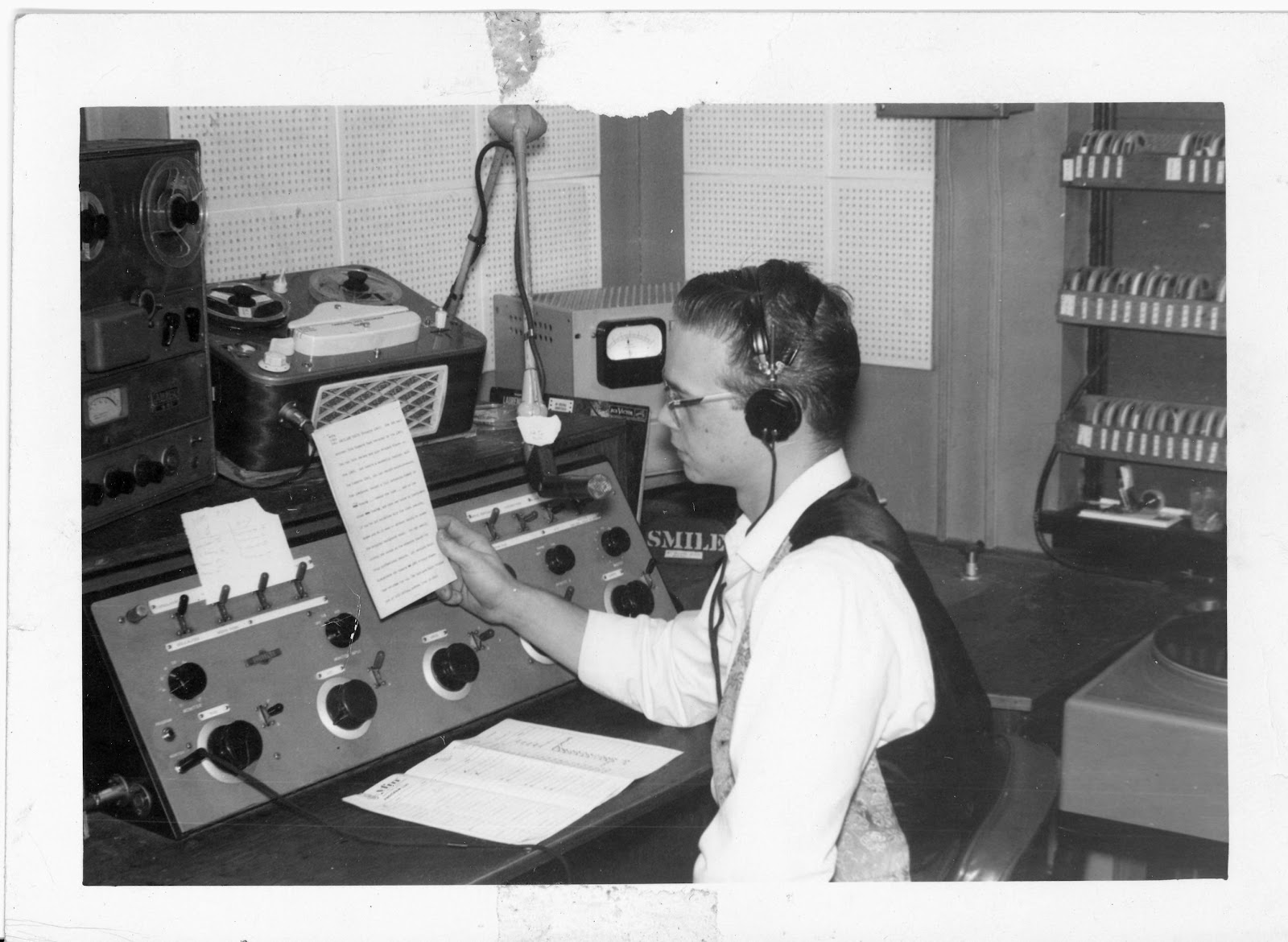 Larry at WYFM Charlotte NC Oct 16 1962.jpg