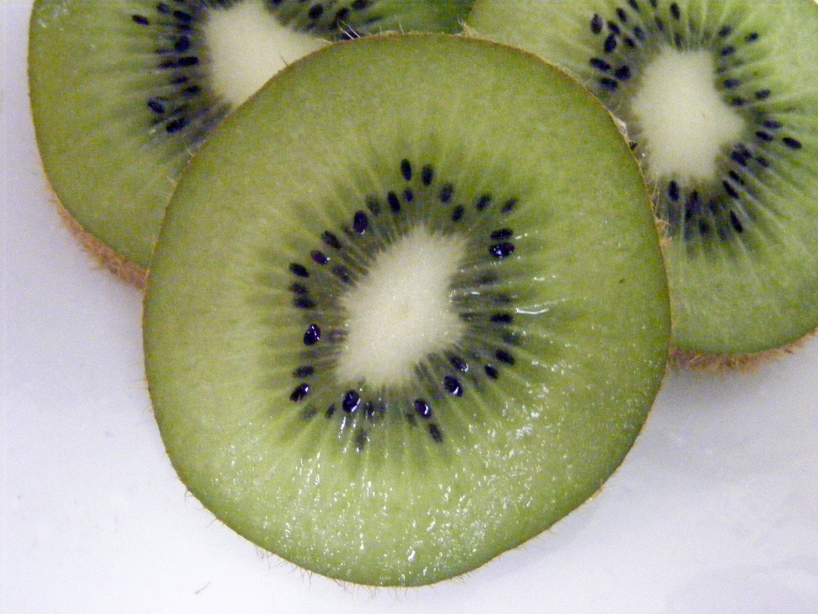 File:Kiwifruit, slice.jpg