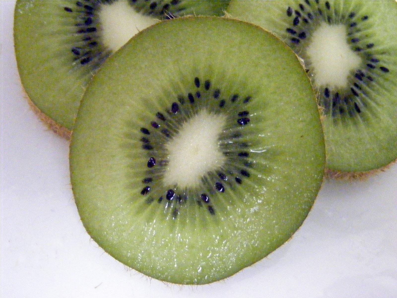 File:Kiwifruit, slice.jpg