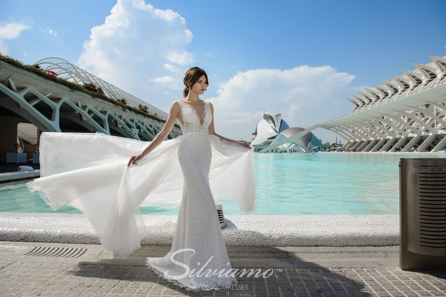 Весільна сукня годе зі шлейфом
