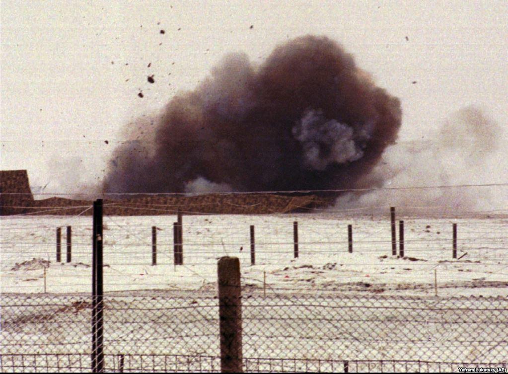 Дим від вибуху пускової установки поблизу міста Первомайська, 5 січня 1996 року