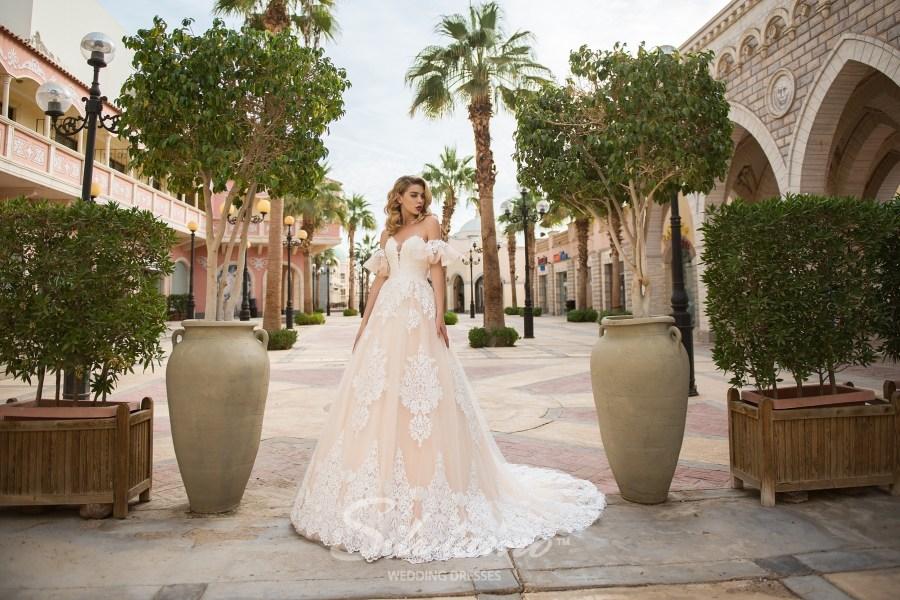 Весільна сукня айворі зі спущеними рукавами оптом від Silviamo