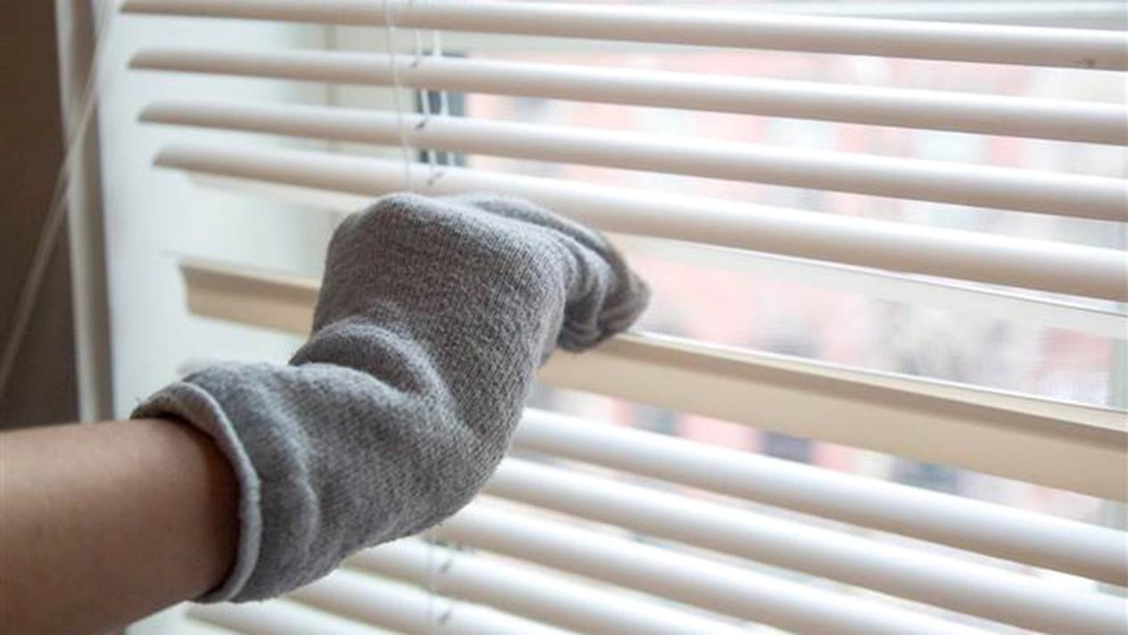 Cleaning hack helps clean your blinds in 1 minute or less