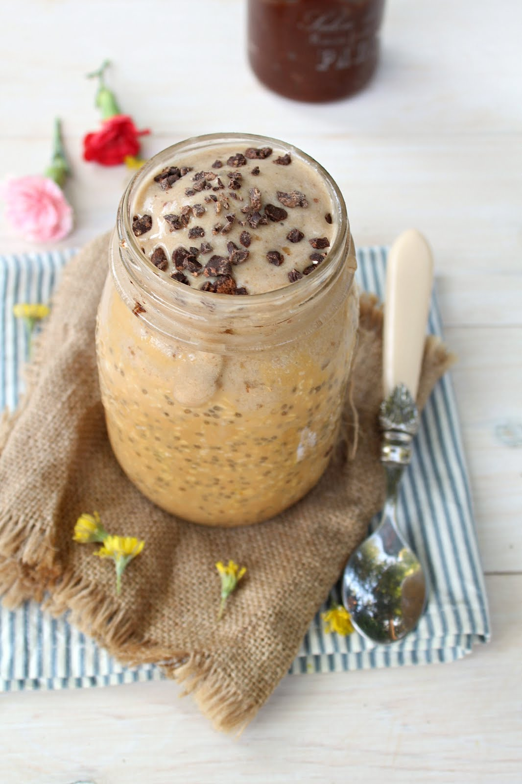 Salted Caramel Overnight Oats with Caramel Ice-Cream: they look and taste sinfully but they're actually HEALTHY! And made in less than 10 minutes!!