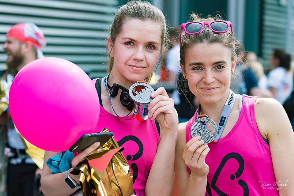 Biegaczki kobiety biegają maraton