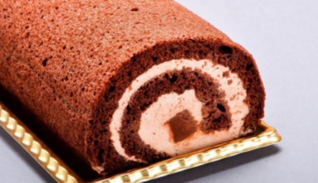 ③濃厚な口溶け!生チョコロールケーキ