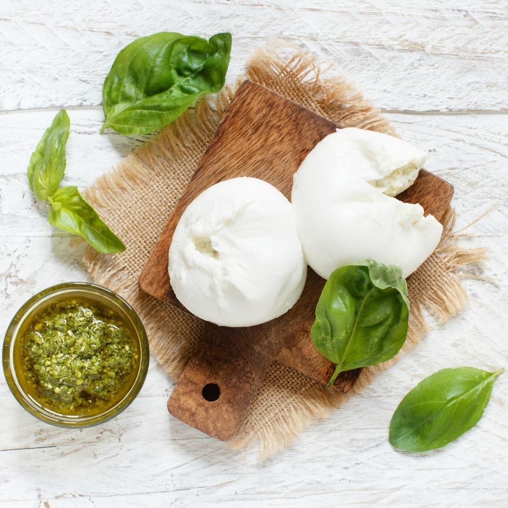 C:Usersmlemai01AppDataLocalMicrosoftWindowsINetCacheContent.Worditalian-mozzarella-cheese-stuffed-with-ricotta-and-persto-picture-id896427030.jpg