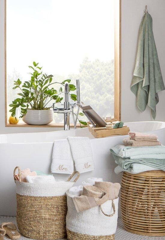 I'm excited to share my most recent chat with Wayfair and bring you some tips, trends and inspiration for a bathroom refresh.