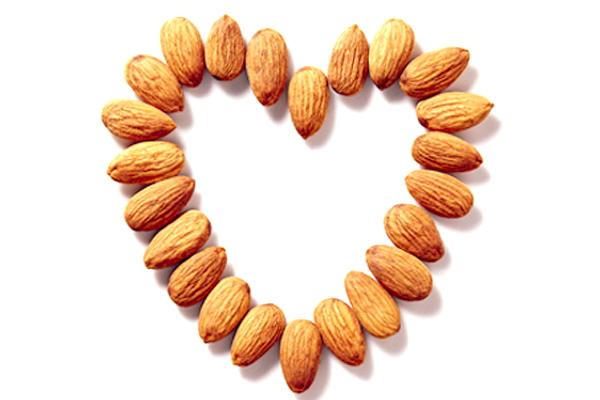 Hạt hạnh nhân mang lại nhiều lợi ích tuyệt vời đối với tim mạch