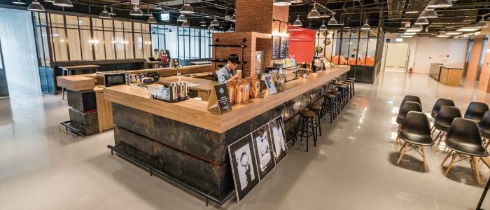 Star Rocket 希望打造一個聚集各式創業社交圈的場域。這裡提供的不只是咖啡,更是創業者人脈交流與資源共享的平台。你可以在這裡遇到創業家、投資人、媒體人…等。在輕鬆的對話中,每一杯咖啡,都飽含一段精彩的故事。